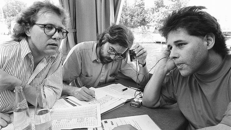 Die GSoA-Aktivisten Jo Lang (l.) und Andreas Gross (M.) in den 90er-Jahren.