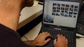 Lehrer nach Konsum pornographischer Bilder für fünf Jahre aus Schulzimmern verbannt (Symbolbild)