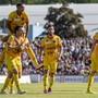 Xamaxiens im ungewohnten Gelb: Sie feiern hier das 4:0 von Geoffroy Tréand (links vorne)