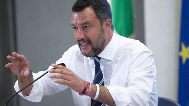 Rechtspopulist Salvini hofft auf einen Erfolg bei der nächsten Wahl. Nun kündigte er das Regierungsbündnis in Rom auf.