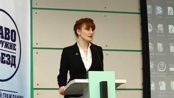 18 Monate Haft in den USA: Die russische Waffenrechtsaktivistin Maria Butina hat versucht, die US-Waffenlobby zu infiltrieren. Das Bild zeigt sie an einem Waffenrechts-Anlass in Moskau 2012.