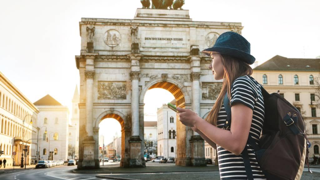 Sonnenschutz und WC-Suche: 11 praktische Apps für die Ferien