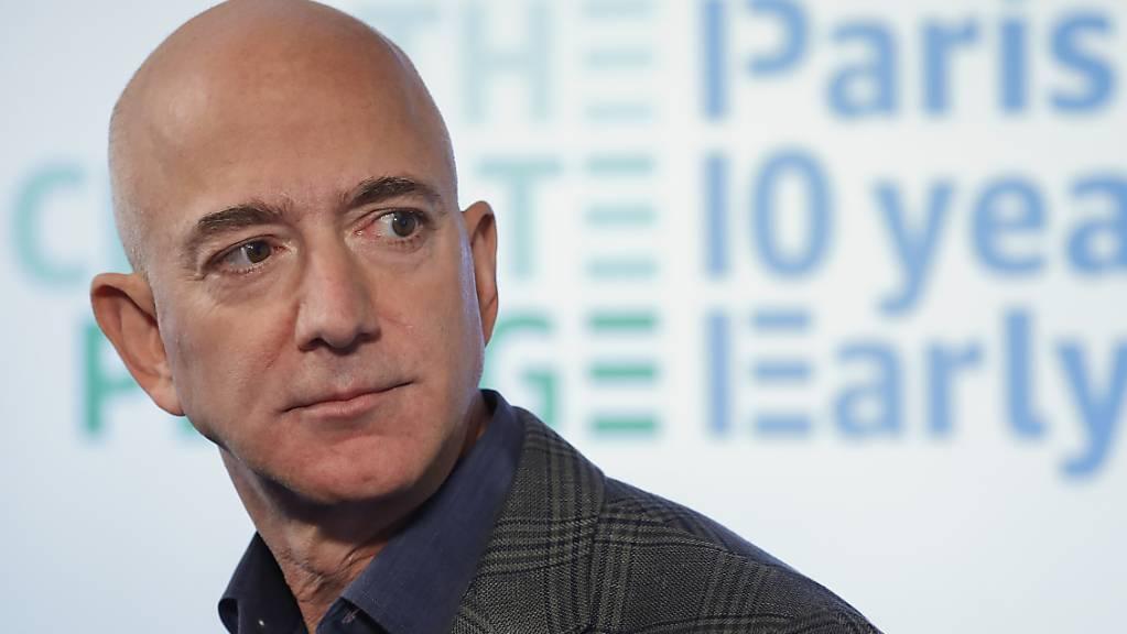 Jeff Bezos, Konzernchef des weltgrössten Versandhändlers Amazon, hat Aktien im Wert von 2 Milliarden Dollar des Unternehmens verkauft. (Archivbild)