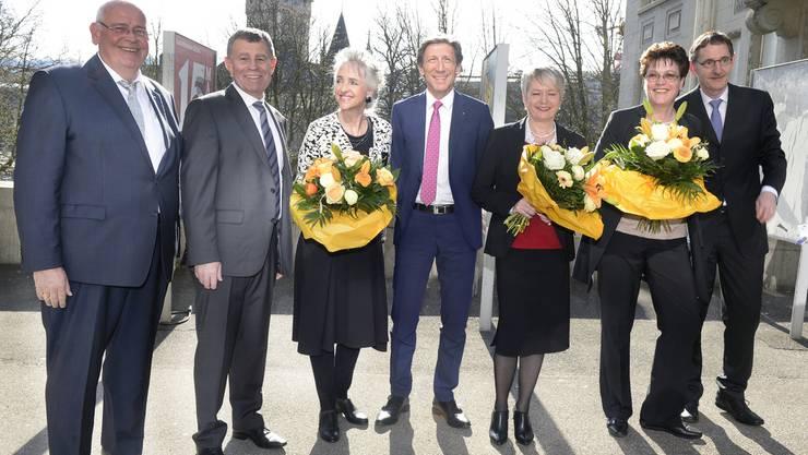 Der Zürcher Regierungsrat mit Markus Kägi, (SVP), Ernst Stocker, (SVP), Carmen Walker Späh, (FDP),Thomas Heiniger (FDP), Jacqueline Fehr, (SP), Silvia Steiner (CVP) und Mario Fehr, (SP).