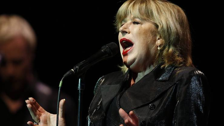 April 4: The British singer Marianne Faithfull has been infected with the corona virus. The 73-year-old is in a hospital in London.