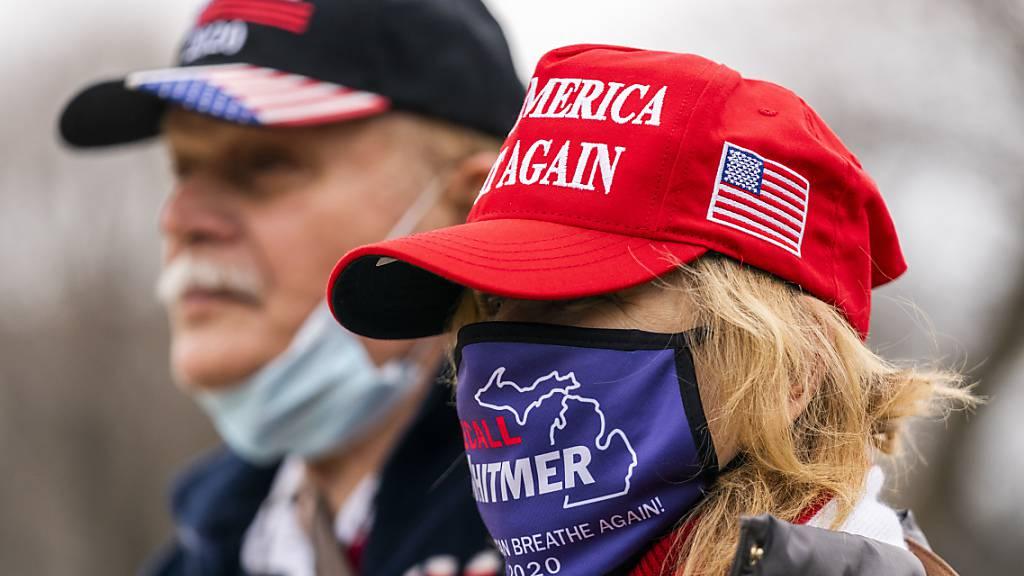 In Washington demonstrieren Hunderte Anhänger des scheidenden Präsidenten Donald Trump gegen die Zertifizierung des Wahlsiegs von Joe Biden.