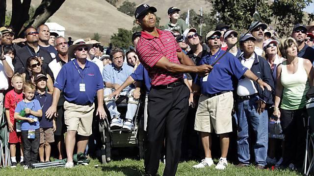 Auch ohne sportlichen Erfolg ist Tiger Woods von Fans umringt