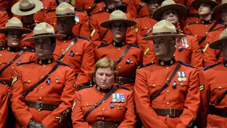 Frauen in der Royal Canadian Mounted Police dürfen seit Januar ein Kopftuch bei der Arbeit tragen. (Archivbild)