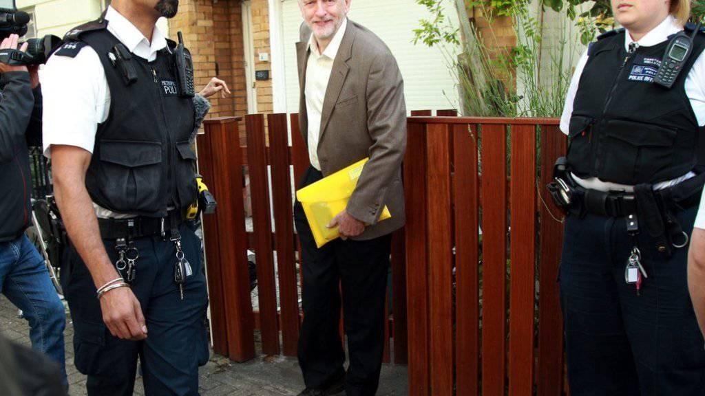 Jeremy Corbyn beim Verlassen seines Hauses am Dienstag in North London.