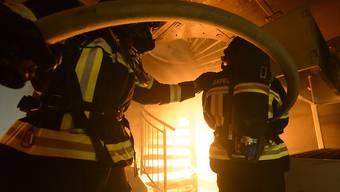 Immer öfter steckt in der Feuerwehruniform eine Frau. 2016 waren schon fast ein Zehntel der 88'000 Feuerwehrleute der Schweiz weiblichen Geschlechts. (Symbolbild)