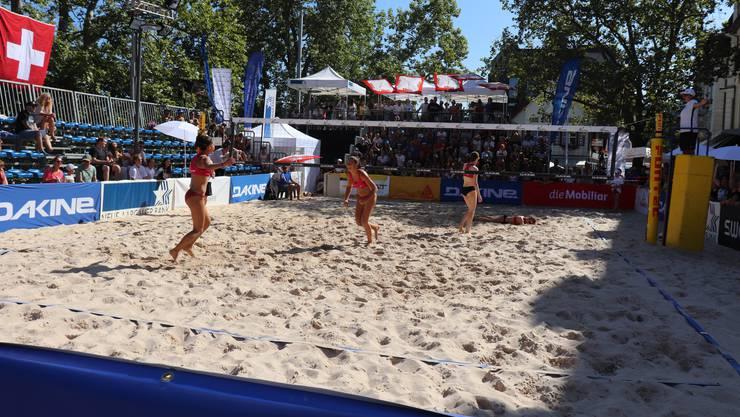 Julia Künzler, Talent des Volleyballclubs Kanti Baden, schaffte es mit ihrer Partnerin Anouk Kressler bis ins U17-Finale (beide hinten). Dieses verloren sie aber am Ende.