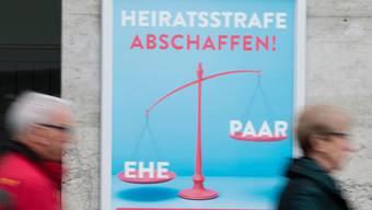 Ein Plakat der Befürworter der Volksinitiative zur Abschaffung der Heiratsstrafe, die im Februar 2016 ganz knapp unterlagen.
