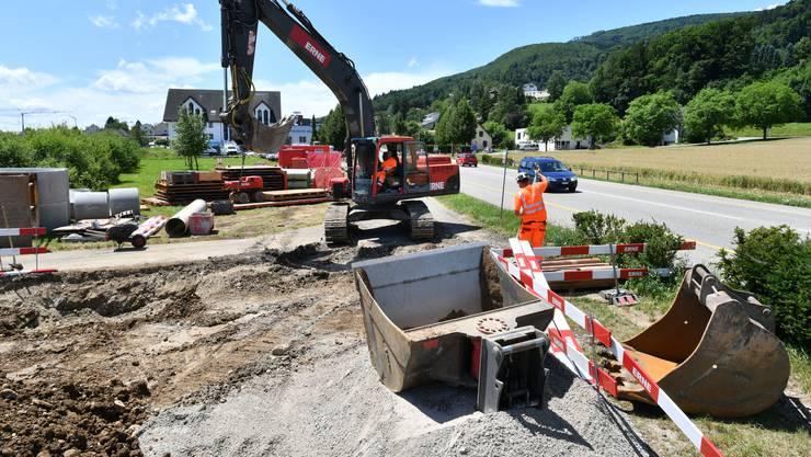 Die Umlegung der Kanalisation für den Neubau der IMP Bautest AG gestaltet sich aufwendiger als erwartet.