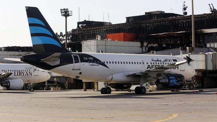 Ein Flugzeug der Afriqiyah Airways auf dem Rollfeld des Tripoli Airport