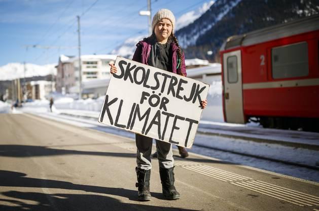 Die schwedische Klima-Aktivistin letztes Jahr nach ihrer Ankunft in Davos. Auch wegen ihrem Satz: «Ich will, dass ihr in Panik ausbrecht» wurde sie weltweit berühmt. Dieses Jahr bitten Aktivisten sie, nicht am offiziellen WEF teilzunehmen.
