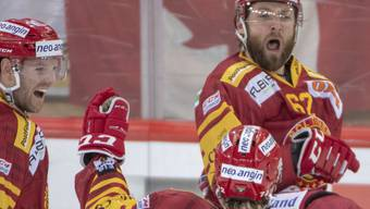 Doppeltorschütze Alexej Dostoinow (Nr. 62) bejubelt sein Siegtor in der Verlängerung gegen den HC Davos