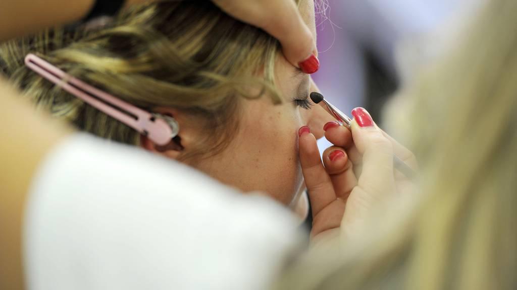 Am «Women's Day» können sich die Besucherinnen schminken und frisieren lassen.