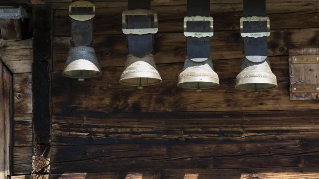 Ein drittes Leben für Holz: Seit einigen Jahren wird Altholz vermehrt im Hausbau und in der Möbelfertigung verwendet. Das Material stammt oft jahrhundertealten Holzbauten. (Symbolbild)