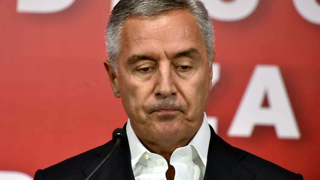 Milo Djukanovic, Präsident von Montenegro, in der Parteizentrale in Podgorica. Foto: Risto Bozovic/AP/dpa