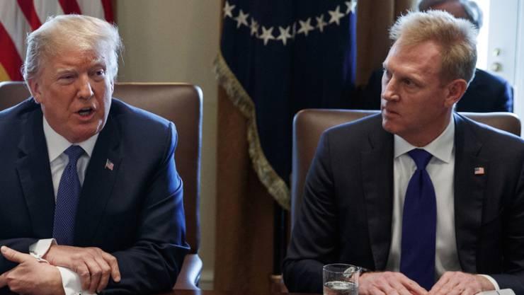 US-Präsident Donald Trump hat Patrick Shanahan (rechts) per 1. Januar zum neuen Verteidigungsminister ernannt. (Archivbild)