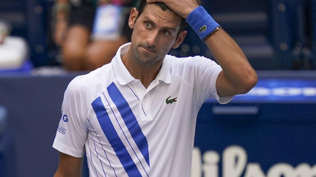 Novak Djokovic verteidigt die Linienrichterin