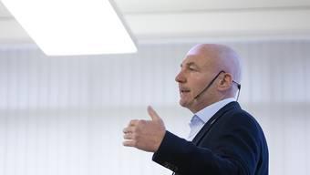 Denis Vaucher, Direktor der Schweizer Eishockey-Liga, präsentierte am Dienstag den Klubvertretern den aktuellen Stand der Dinge. Am Freitag müssen die Klubs entscheiden, wie es mit der Saison weitergehen soll.