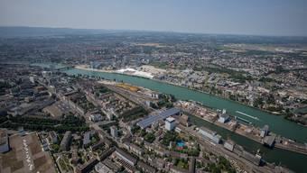 Blick auf den Basler Rheinhafen.