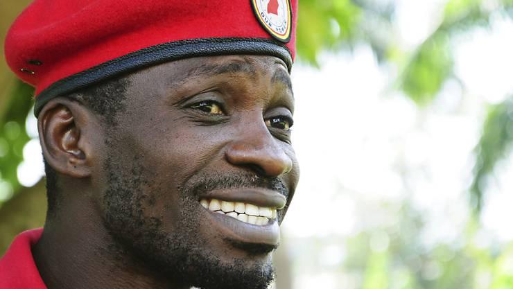 Der Popstar und Politiker Bobi Wine wird der Verhöhnung des ugandischen Langzeit-Präsidenten beschuldigt. (Archivbild)