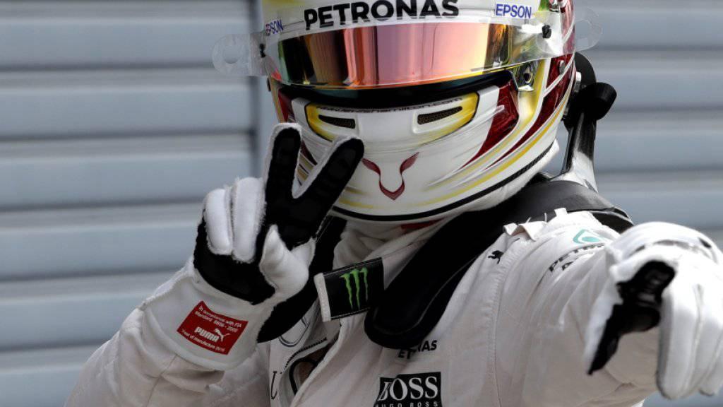 Lewis Hamilton freut sich über seine 56. Pole-Position