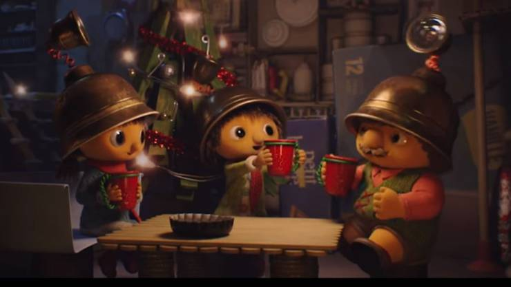 """Happy end: Fin findet zu seinen Freunden und feiert mit ihnen ein frohes Fest. """"Lassen wir niemanden alleine"""", so die Botschaft."""