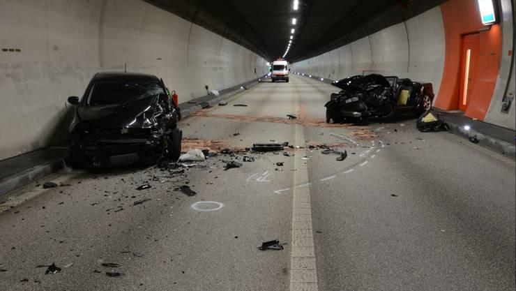 An beiden Wagen ist ein Totalschaden entstanden.