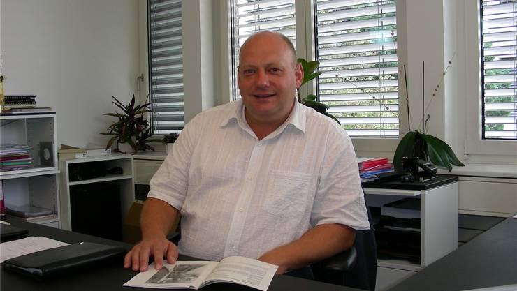 Gemeindeammann Valentin Schmid setzt sich für ein modernes Schulhaus ein. Dieter Minder
