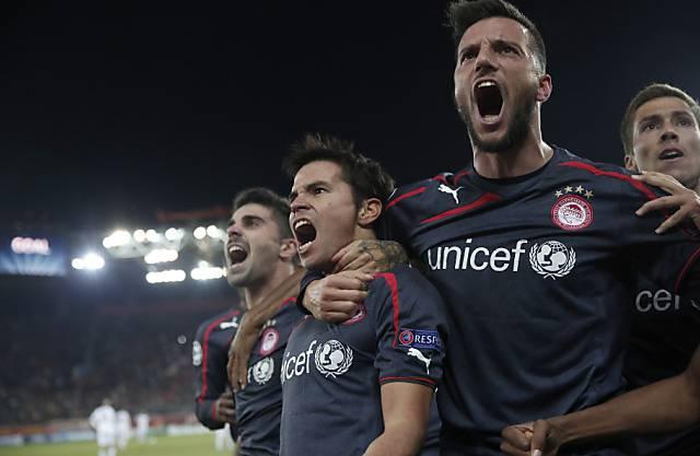 Olympiakos-Jubel mit Matchwinner Javier Saviola (2.v.l.)