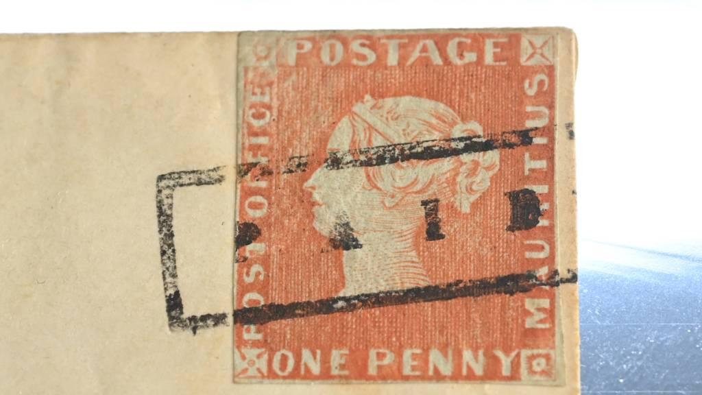 Rote Mauritius-Briefmarke wird für Millionen versteigert