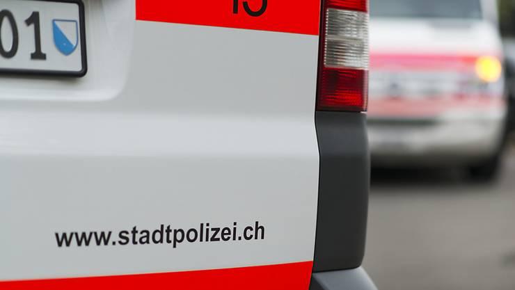 Der Velofahrer erlag im Spital seinen schweren Kopfverletzungen, wie die Stadtpolizei mitteilte. (Symbolbild)