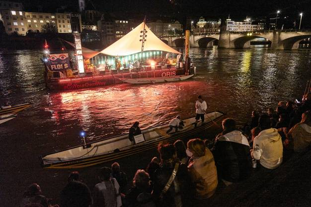Im Fluss auf dem Floss: Konzert mit Michael von der Heide.