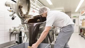 Bei der Umsetzung der Swissness-Vorlage nimmt der Bundesrat die Kritik aus der Vernehmlassung auf - zum Beispiel jene der Schokoladeproduzenten (Symbolbild).