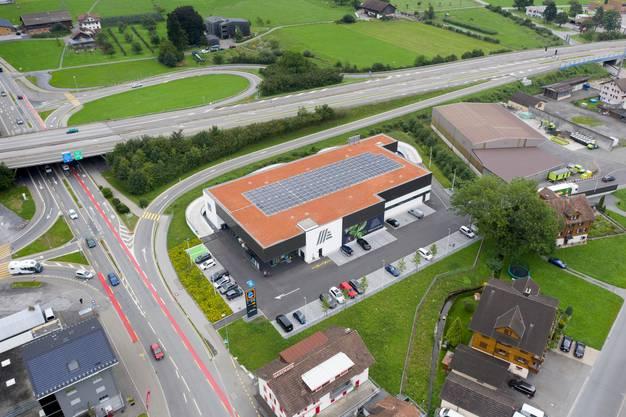 In der Zukunft könnten alle Häuser Photovoltaikanlagen auf dem Dach haben – so wie es diese Aldi-Filiale in Ingenbohl heute schon hat.