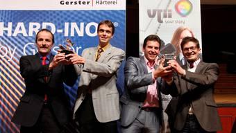 Freuen sich über InnoPrix (von links): Felix Heimgartner und Patrick Margraf (Härterei Gerster AG), Urs Koller und Patrick Kappeler (VJii Productions).  Hanspeter Bärtschi