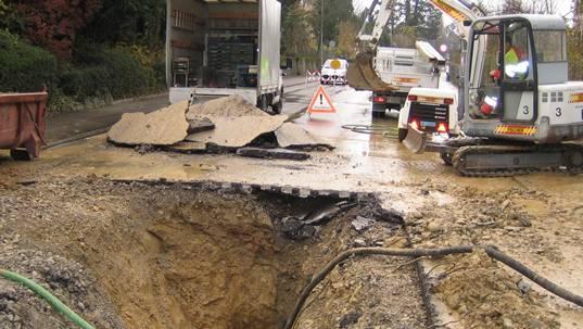 Bei einem Wasserleitungsbruch drohen Olsberg hohe Reparaturkosten. (Symbolbild)