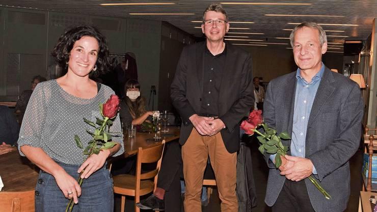 Sie freuen sich im «Odeon» in Brugg über die erfolgreichen Wahlen (von links): Luzia Capanni, Dieter Egli und Martin Brügger.