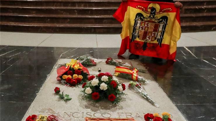 Francisco Francos aktuelles Grab.Reuters