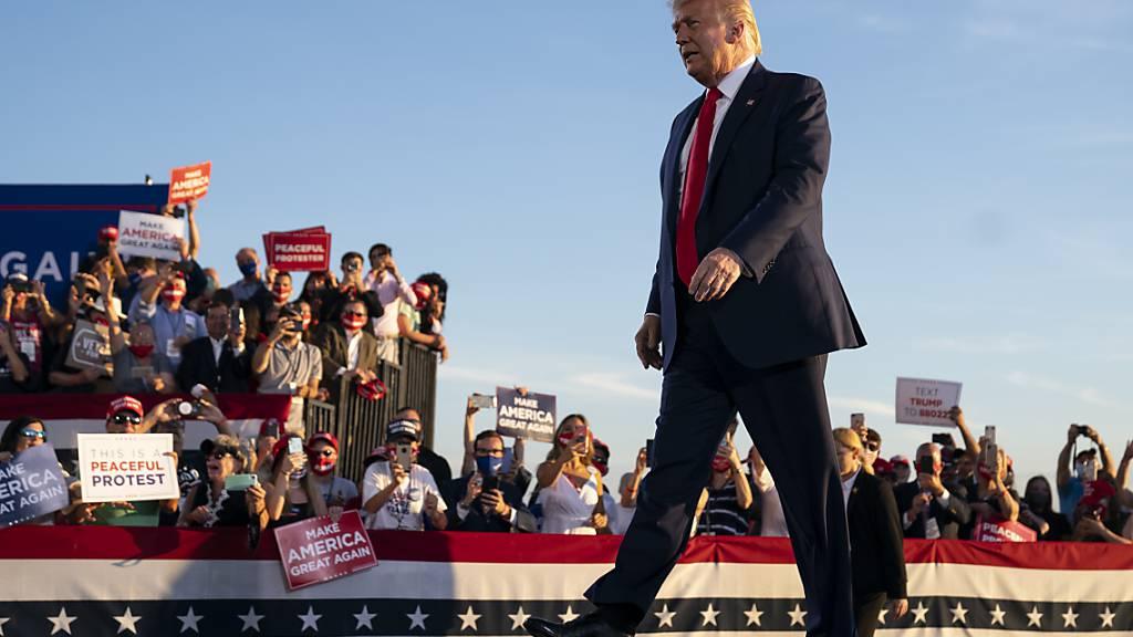 US-Präsident Trump während einer Wahlkampfkundgebung in Londonderry im US-Bundesstaat New Hampshire. Foto: Evan Vucci/AP/dpa