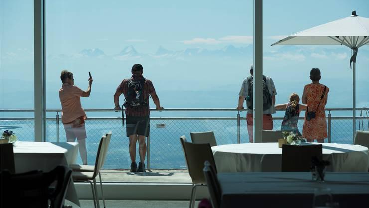 Wegen des Neuigkeitswerts des frisch eröffneten Hotels auf dem Weissenstein könnten in den nächsten Monaten Seminargäste aus der Solothurner Altstadt abwandern, so die Prognose von Tourismusdirektor Jürgen Hofer.