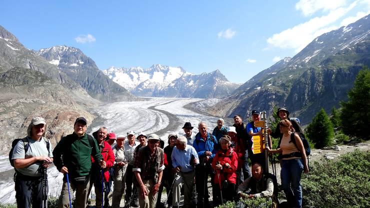 Gruppenbild der Teilnehmer am grossen Aletschgletscher
