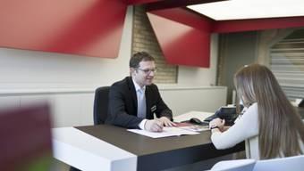 Die drei seriös auftretenden Männer vermittelten den geschädigten Versicherungen neue Kunden und kassierten dafür regelmässig ansehnliche Provisionen (Symbolbild).