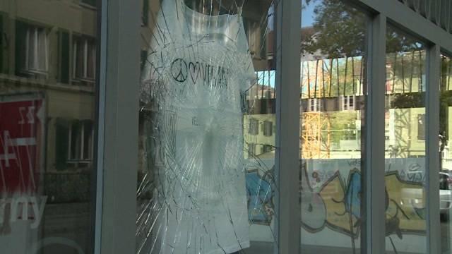 Vandalen zerstören Fensterscheiben in der Lorraine