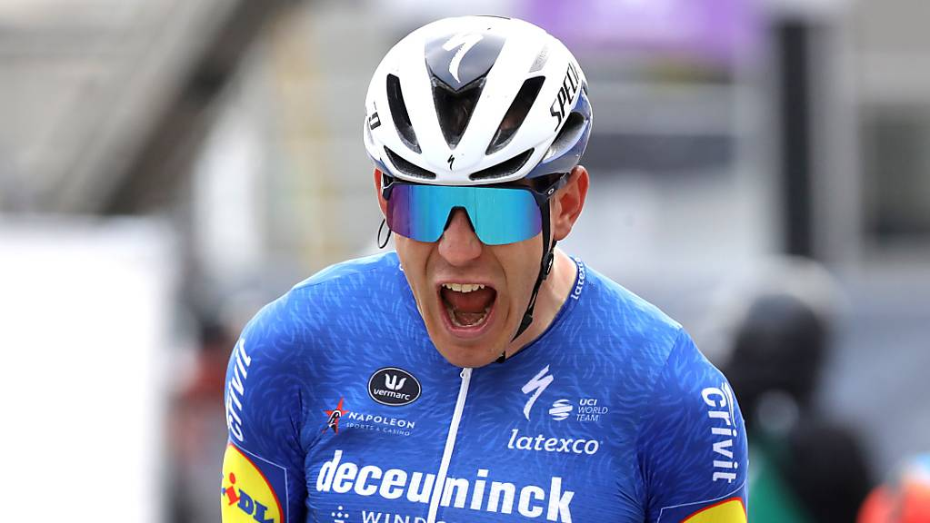 Souveräner Triumph von Davide Ballerini, der in Ninove schon zum dritten Mal in dieser noch jungen Saison über einen Sieg jubeln durfte.