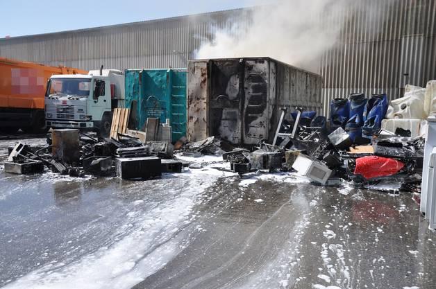 Schönenwerd: Brand auf dem Areal einer Recyclingfirma