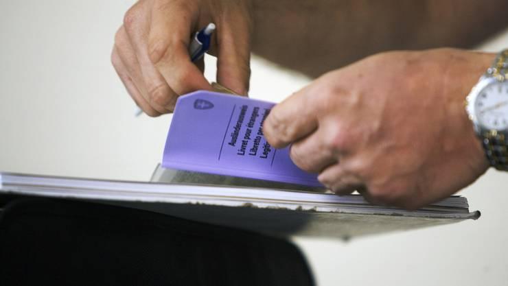 Zwar habe Cila Anfang August ein entsprechendes Gesuch um eine Arbeits- und Aufenthaltsbewilligung eingereicht, das Verfahren ist gemäss dem Amt für Wirtschaft und Arbeit jedoch noch hängig. (Symbolbild)